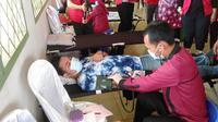 Aksi donor darah digelar dalam peringatan Bulan Bung Karno dan Hari Pancasila, yang dihelat oleh para kader PDI Perjuangan Sumsel di Kabupaten Banyuasin Sumsel (Dok Humas DPD PDI Perjuangan Sumsel / Nefri Inge)