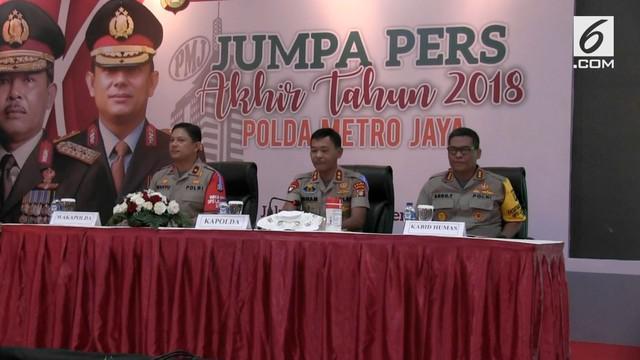 Polisi menetapkan tiga tersangka dalam dugaan mafia pengaturan skor pertandingan sepak bola. Salah satunya adalah anggota Exco PSSI.