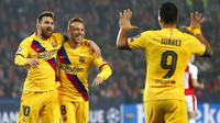 Striker Barcelona, Lionel Messi, melakukan selebrasi usai membobol gawang Slavia Praha pada laga Liga Champions 2019 di Stadion Sinobo, Rabu (23/10). Barcelona menang 2-1 atas Slavia Praha. (AP/Petr David Josek)