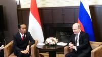 Presiden Jokowi menggelar pertemuan terbatas dengan Presiden Rusia Vladimir Putin. (Liputan6.com/Silvanus Alvin)
