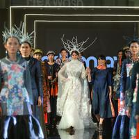 Desainer Maggie Hutauruk Eddy memamerkan koleksi 2Madison Avenue bertajuk Secret Strength, di Jakarta Modest Fashion Week, Gandaria City Mall. Jumat, 27 Juli 2018. (Photografer: Daniel Kampua/Bintang.com)