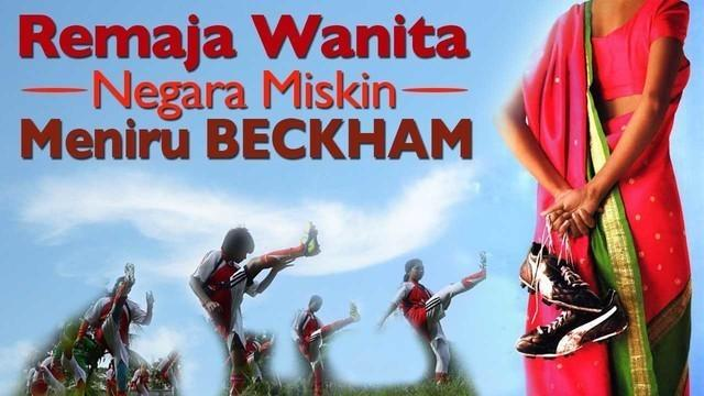 Video para remaja wanita Bangladesh berlatih sepak bola yang meniru pemain top dunia David Beckham.