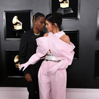 Kylie Jenner dampingi Travis Scott di red carpet Grammy Awards 2019.  (Jon Kopaloff / GETTY IMAGES NORTH AMERICA / AFP)