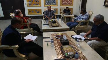 Pertemuan lima kepala daerah se Pantura Jawa Barat membahas evaluasi PSBB dan rencana AKB pada awal Juni mendatang. Foto (Liputan6.com / Panji Prayitno)