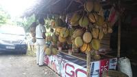 Salah satu tempat berjualan buah durian di Sumsel (Liputan6.com / Nefri Inge)