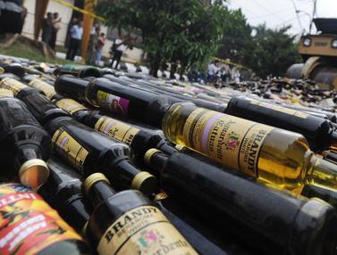 Polresta Bogor Musnahkan Botol Miras