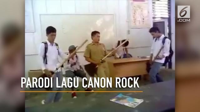 Seorang guru dan beberapa murid bergaya ala band rock papan atas dengan memainkan lagu Canon Rock - Jerry C. Yuk intip aksinya!