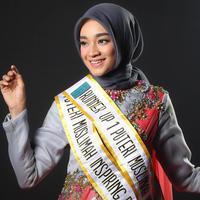 Tiara Sukmasari menggunakan produk kosmetik yang aman dan halal. (Foto: Adrian Putra, Make Up: Wardah, DI: Muhammad Iqbal Nurfajri/Bintang.com)