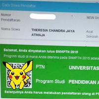Para peserta SNMPTN dari berbagai wilayah di Indonesia mengunggah foto kartu ujian di Instagram.