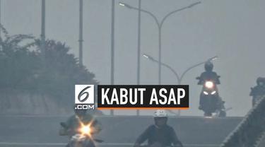 Indeks pencemaran udara di Kota Palembang terus mengalami penurunan akibat secara terus-menerus diselimuti kabut asap akibat kebakaran hutan dan lahan.