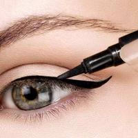 Ilustrasi memakai eyeliner. (via: trend2wear.com)