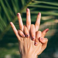 Sejumlah perawatan bisa dilakukan untuk jadikan kuku tetap sehat saat pakai Fake Nails (Foto: Unsplash/ @daiga_ellaby)