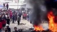 Pedagang pasar Limbangan, Garut, melancarkan protes terkait kebakaran pasar. Selain itu, Kemenhub jatuhkan sanksi bagi maskapai.
