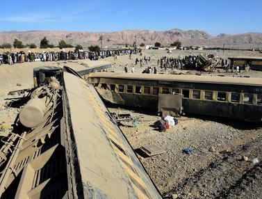 20151117-Kecelakaan Kereta Pakistan Tewaskan 12 Orang