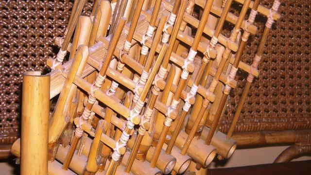 Ilustrasi alat musik tradisional angklung