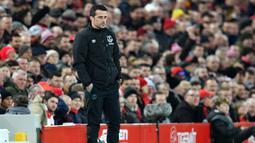 Pelatih Everton asal Portugal, Marco Silva melihat pemainnya bertanding melawan Liverpool pada pertandingan Liga Inggris di stadion Anfield (4/12/2019).  Marco Silva dipecat Everton setelah timnya kalah 5-2 dari Liverpool. (AFP/Paul Ellis)