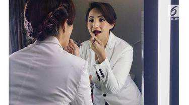 Dokter cantik penanggung jawab kesehatan para pemain Timnas 2018 menjadih perhartian khalayak ramai