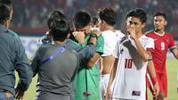 Kiper Timnas Filipina U-19 menangis setelah gawangnya kebobolan empat kali oleh Timnas Indonesia U-19, Kamis (5/7/2018) di Stadion Gelora Delta, Sidoarjo. (Bola.com/Aditya Wany)