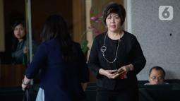 Thong Lena sebagai pihak swasta memenuhi panggilan penyidik KPK di Jakarta, Selasa (10/3/2020). Thong Lena diperiksa sebagai saksi untuk tersangka Heindra Soenjoto terkait kasus dugaan suap dan gratifikasi yang menjerat mantan Sekretaris Mahkamah Agung (MA), Nurhadi. (merdeka.com/Dwi Narwoko)