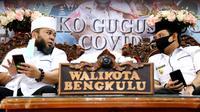 Wali Kota Bengkulu Helmi Hasan bersama Wakil Wali Kota Dedy Wahyudi selalu berdiskusi untuk menjalankan program pembangunan di Kota Bengkulu. (Liputan6.com/Yuliardi Hardjo)