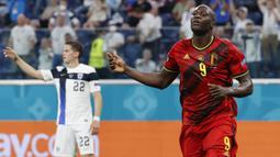Berbeda dengan Kane, Romelu Lukaku langsung sabet Star of The Match pada laga perdana Belgia di Euro 2020. Ia berhasil sumbangkan dua gol dan bawa Belgia menang 3-0 atas Rusia. Gelar kedua ia dapatkan ketika Belgia kalahkan Denmark 2-1 karena mampu tampil gemilang. (Foto: AFP/Pool/Anatoly Maltsev)