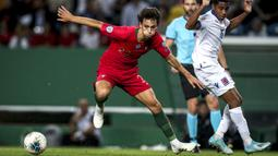 1. Joao Felix (Portugal) - Pemain berusia 20 tahun ini tampil bersinar selama bermain di Benfica dan Atletico  Madrid. Berkat performa apiknya, Joao Felix dipanggil Timnas senior Portugal untuk berlaga di Kualifikasi Piala Eropa 2020. (AFP/Carlos Costa)