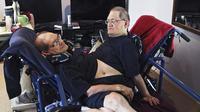 Pasangan saudara kembar siam tertua di dunia, Ronnie dan Donnie Galyon. (Drew Simon / Dayton Daily News via AP)