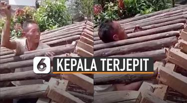 Setelah memasang rangka kayu terakhir, pria ini terjebak.