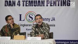 Peneliti senior LSI Denny JA, Ardian Sopa (kanan) bersama Ikrama Masloman memaparkan hasil quick count mereka di Jakarta, Kamis (2/5/2019). LSI Denny JA menyatakan Jokowi-Ma'ruf unggul di 21 provinsi, sedangkan 13 provinsi lainnya dikuasai Prabowo Subianto-Sandiaga Uno. (Liputan6.com/Faizal Fanani)