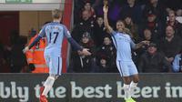 Raheem Sterling dan Kevin De Bruyne merayakan gol ke gawang melawan AFC Bournemouth pada lanjutan Premier League di Vitality Stadium; Bournemouth; (13/2/2017). Manchester City menang 2-0. (Andrew Matthews/PA via AP)