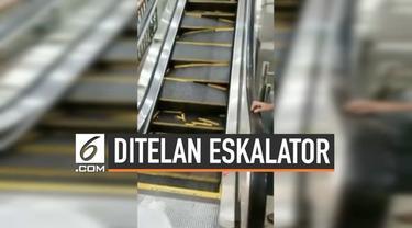 Dua orang pria langsung berlari menyelamatkan diri saat eskalator yang dinaikinya perlahan-lahan mulai ambruk. Insiden ini terjadi di sebuah mal di China.