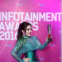 Foto Infotainment Award 2016 (Nurwahyunan/bintang.com)