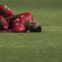 Bek Indonesia, Bagas Adi, terjatuh saat melawan Palestina pada laga Asian Games di Stadion Patriot, Jawa Barat, Rabu (15/8/2018). Indonesia takluk 1-2 dari Palestina. (Bola.com/Vitalis Yogi Trisna)