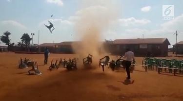 Praktik ilmu hitam atau black magic masih amat kental di Afrika Selatan. Salah satunya yang terpampang nyata terlihat di video ini.