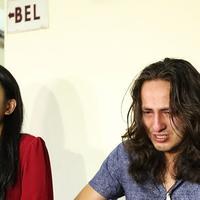 Kedatangan Dylan Carr dan Hana Saraswati ke panti guna memberikan bantuan. Dalam rangka satu tahun sinetron Anak Langit yang tayang di SCTV dan telah mencapai satu tahun. (Bambang E Ros/Bintang.com)