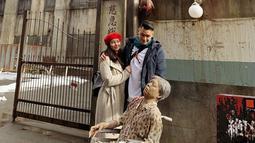 Selain ke monumen Hachiko, keduanya pun kunjungi salah satu tempat horor. Yaitu di Haunted Hospital Fuji-Q, atau kerap disebut rumah sakit hantu Fuji-Q. (Liputan6.com/IG/@asmirandah89)
