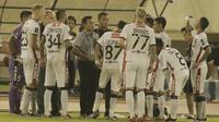 Pelatih Bali United, Widodo C. Putro, saat pertandingan melawan Madura United pada laga perempat final Piala Presiden di Stadion Manahan, Solo, Sabtu, (3/2/2018). Bali United menang adu penalti 5-4 atas Madura United. (Bola.com/M Iqbal Ichsan)