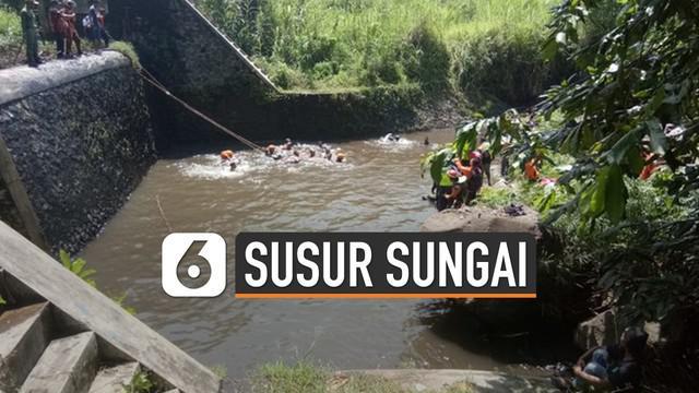 Salah satu korban susur sungai anggota pramuka SMPN 1 Turi, Khoirunnisa Nurcahyani Sukmaningdyah dimakamkan hari sabtu (22/2/2020) ini di makam Dusun Karanggawang Girikerto, Turi. Khoirunnisa dimakamkan bertepatan dengan hari ulang tahunnya.