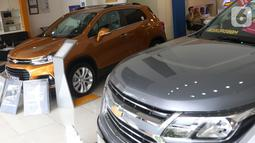 Suasana show room penjualan mobil Chevrolet di Jakarta, Rabu (30/10/2019). General Motors (GM) akan tetap memberikan pelayanan kepada pelanggan dalam bentuk layanan garansi dan purnajual kendati menghentikan penjualan Chevrolet di pasar domestik Indonesia. (Liputan6.com/Angga Yuniar)