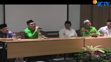 Rapat yang digelar secara tertutup dihadiri Djarot Syaiful Hidayat. Meski tidak seluruh dewan pengurus wilayah sumut tampak hadir.