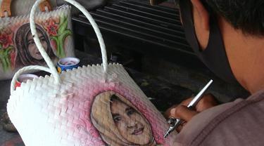 Tas Tali Kaca dengan Lukisan Airbrush