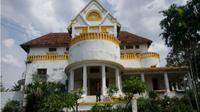 Rumah tua di Jatingaleh, Semarang, yang konon tersimpan harta karun peninggalan pasukan Prancis. (Semarangpos.com/Imam Yuda S.)