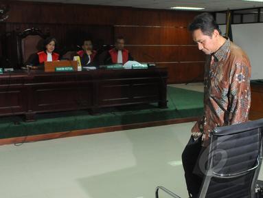 Mantan Kadishub DKI Jakarta, Udar Pristono menjalani sidang perdana kasus korupsi TransJakarta TA 2012 di Pengadilan Tipikor, Jakarta,Senin (6/4/2015). Sidang ditunda karena tim kuasa hukum terdakwa tidak hadir. (Liputan6.com/Herman Zakharia)