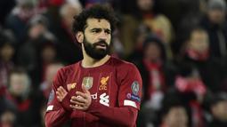 Mohamed Salah (Mesir) -  Mohamed Salah menikmati tahun terbaiknya di Premier League pada 2018-2019. Pemain asal Mesir ini menjadi top scorer pada musim itu dengan torehan 33 gol dan memenangi penghargaan untuk pemain terbaik Premier League. (AFP/Javier Soriano)
