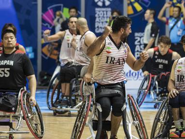 Para pebasket kursi roda Iran merayakan kemenangan atas Jepang pada final Asian Para Games di Hall A Senayan, Jakarta, Sabtu (13/10). Iran menang 68-66 atas Jepang. (Bola.com/Vitalis Yogi Trisna)