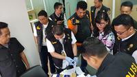 Satgas Antimafia Bola Libatkan Ratu Tisha Geledah Kantor PSSI (Foto: Doc Humas Polri)