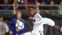 Bakat Samuel Eto'o tersia-sia di Real Madrid. Striker yang menimba ilmu di akademi Los Merengues lebih banyak dipinjamkan ke klub lain dan tercatat hanya tampil dalam 3 pertandingan bersama tim senior Madrid tahun 1997-2000. (AFP/SCANPIX/Erik Johansen)