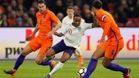 Aksi Raheem Sterling dalam laga Inggris kontra Belanda. (Reuters/John Sibley)