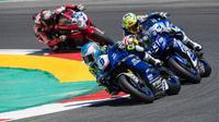 Galang Hendra beraksi di seri ketiga Kejuaraan Dunia Supersport 2020 di Sirkuit Portimao, Portugal, Minggu (9/8/2020). (Dok. PR Yamaha Indonesia)