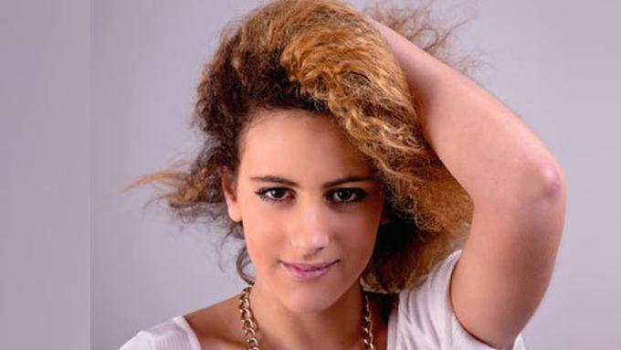 Tips Menjinakkan Rambut Super Keriting Beauty Fimela Com f3265cae20